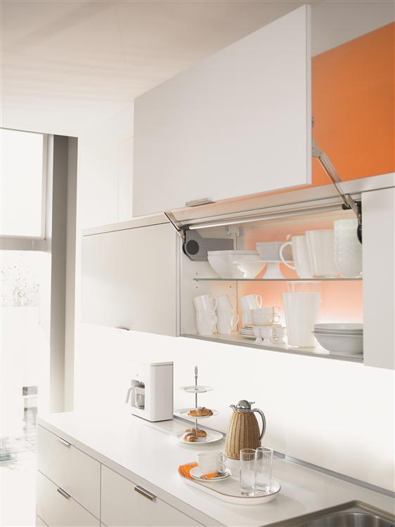 Aventos hl comp s abatible vertical l nea blum - Puerta abatible cocina ...